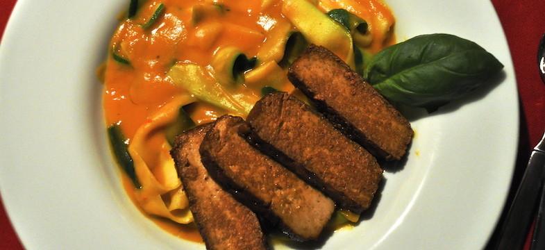 Liebeskummer Rezepte: Zucchini Nudeln mit Kürbissauce